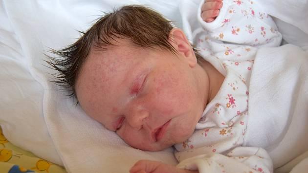 Laura Škodová se narodila 13. července s mírou 49 cm a váhou 3,5 kg. Radují se Jana Jirásková a Václav Škoda, kteří si dcerku odvezou do Hořic.