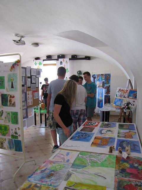 Školní výstava v miletínském Spolkovém domě.