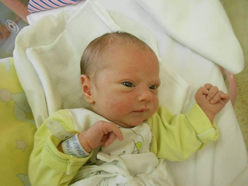 AMÁLIE JANEBOVÁ přišla na svět 17. září v 18.07 hodin. Měřila 47 cm a vážila 2930 g. Radost udělala svým rodičům Tereze Součkové a Miroslavu Janebovi z Rokytnice v Orlických Horách. Doma se těší bráška Sebastian. Tatínek u porodu zvládl výborně.