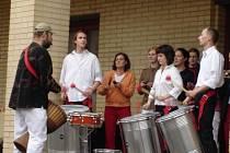 Brazilské rytmy před novopackou Klenotnicí v rámci loňsko akce Muzika Paka 2006.
