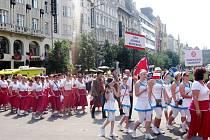 Slavnostní průvod cvičenců Prahou.