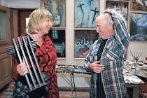 Michail Ščigol se scénáristkou Šárkou Horákovou v ateliéru v Železnici, kde vznikl cyklus Křížová cesta pro putovní výstavu Zpráva o akci K.