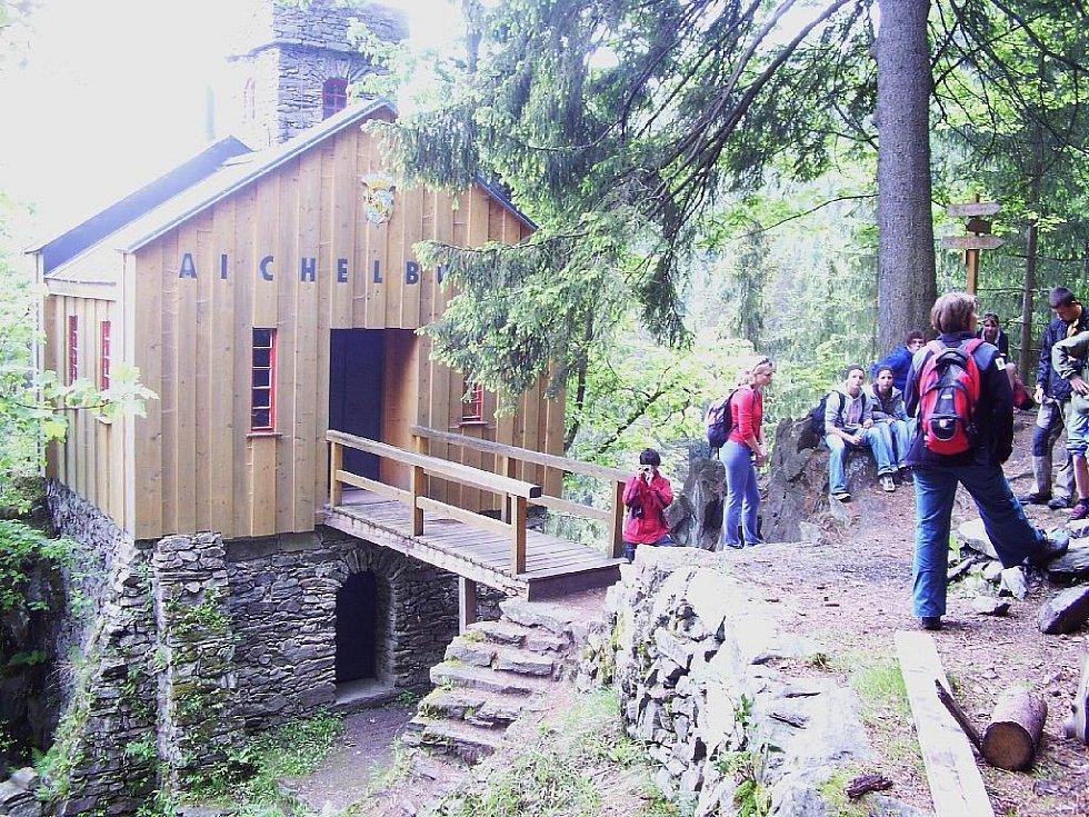 Lesní hrádek Aichelburg.