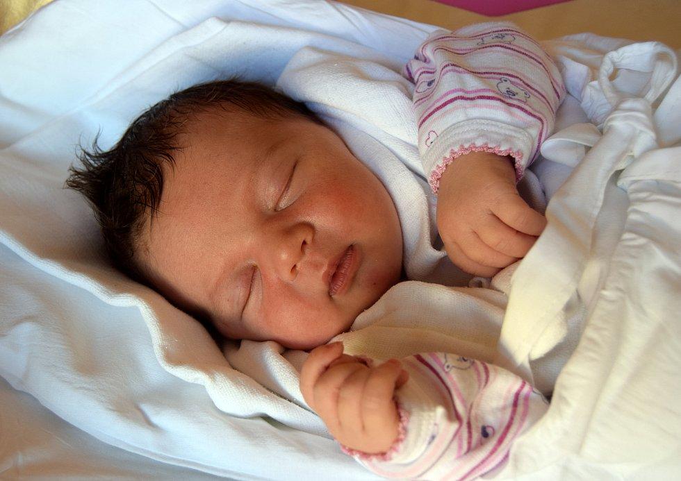 Aneta Picková přišla na svět 3. června s mírou 49 cm a váhou 3,78 kg. Radost mají rodiče Pavlína a Jan Pickovi z Hubálova. Doma už na sestřičku čeká sedmiletý Matyáš.