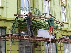 Instalace markýzy na jičínském hotelu Praha.