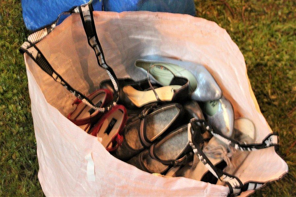 Do letních bot se přezouvalo opravdu jen na ostrou.