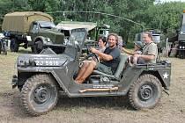Sraz armádních vozidel pod Zebínem.