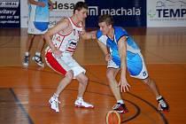 Jičínský hráč Marian Banýr (vpravo).