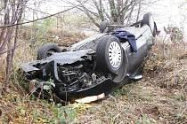 Nehoda osobního automobilu u Bílska.