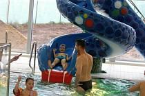 Z novopackého plavekého bazénu.