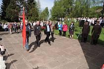 Pietní akt u památníku v Odolově.