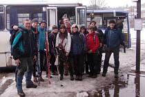 Ivan Pírko s přáteli na zimním putování.