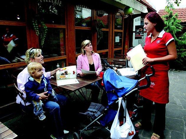 Nekuřáckou pizzerii často využívají maminky s dětmi.