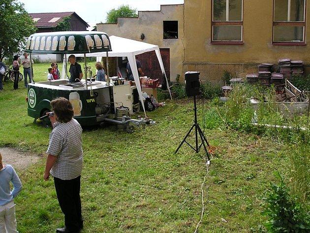 Zahrada velišské základní školy Bodláka a Pampelišky.