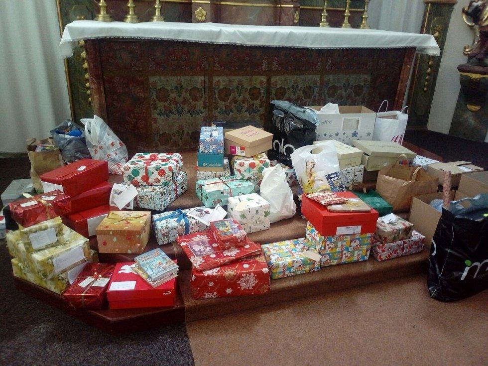 Letos se sešlo krásných 67 dárků.
