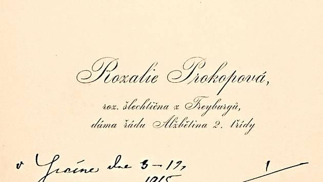 VIZITKA – Rozalie Prokopová, roz. Šlechtična z Freyburgů. Přání ke jmeninám JUDr. Františka Kloučka (1849 – 1939). Jičín, 1915.