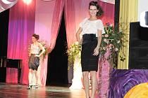 Z módní přehlídky návrhářky Jiřiny Tauchmanové v Nové Pace.