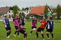 LÍDR okresní soutěže mužů ze Žlunic na hřišti Libuni nezaváhal a zvítězil 2:0.