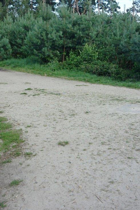 Opravený kus cesty po šesti letech u Hlaholské vyhlídky.