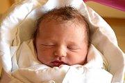 FILIP VALÁŠEK se narodil 8. srpna. Po narození vážil 3,77 kg. Šťastní rodiče Pavlína Maštálková a Tomáš Valášek žijí s malým Filípkem v Dětenicích.