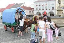 Výlet Bašničáků do Jinolic, zastávka v Jičíně.