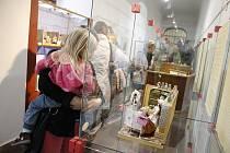 Vernisáž zahájila výstavu Malé krámky pro panenky v jičínském muzeu.