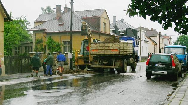 Jičínská Vrchlického ulice je opravována.