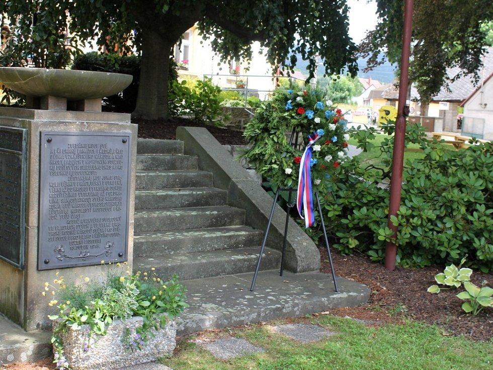 Pomník válečným obětem v Libuni.