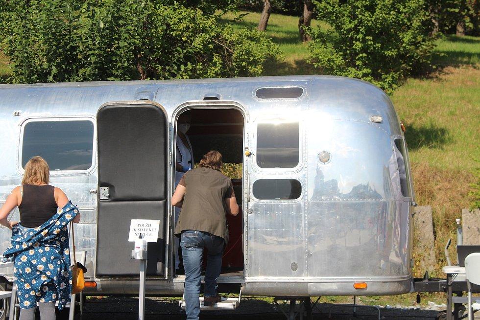 Očkovací karavan v Nové Pace.