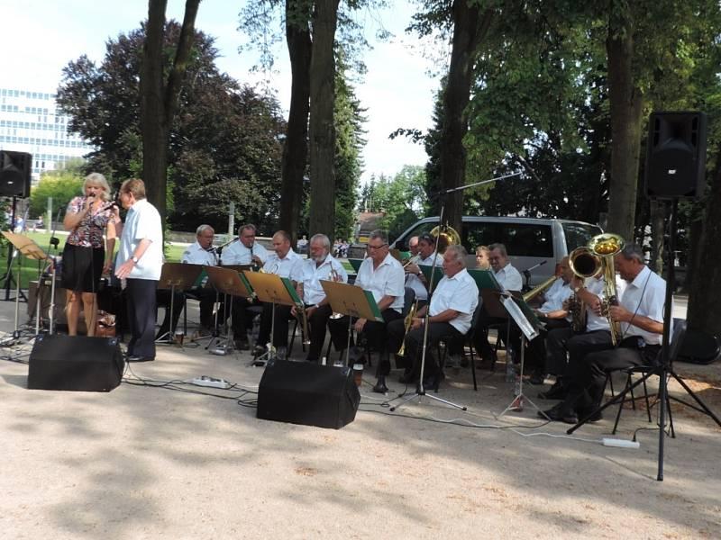 Z koncertu Javorky v jičínském parku.