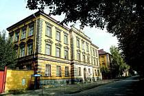 Hlavní budova jičínských kasáren.