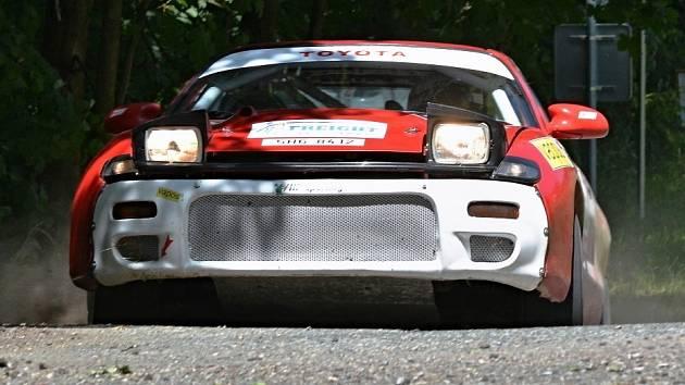 POSÁDKA ve složení Vaníček – Hejtmánková se svým vozem na trati Rallye Orlické hory 2014.