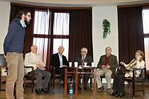 Ze setkání autorů knih o Sobotecku.