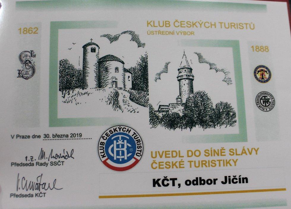 Slavnostní akt uvedení jičínského odboru KČT proběhl v biografu Český ráj.