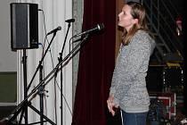Předadventní koncert s Bárou Basikovou