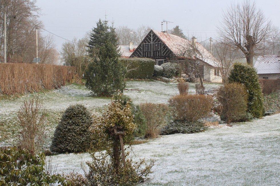 Další bílé ráno, zima to nevzdává