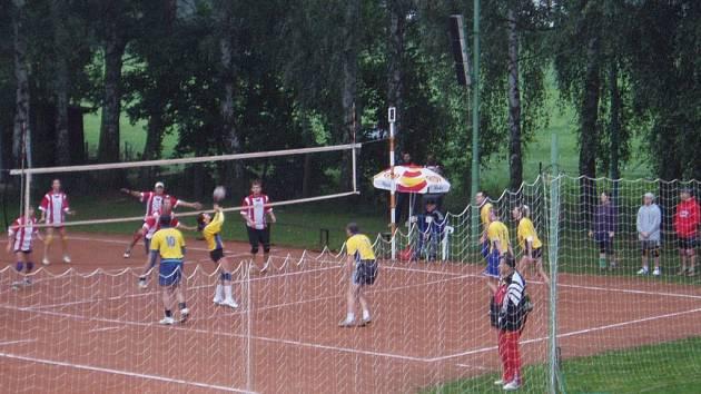 Celorebublikové finále České asociace sport pro všechny ve volejbale v Dřevěnici.