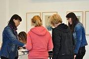 Během čtyř dní se v Galerii plastik vystřídalo téměř tři sta dětí z hořických základních i uměleckých škol. Se zaujetím si v inspirativním prostředí vyzkoušely grafické techniky.