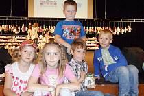 Železničtí žáci se zapojili do projektu Adoptuj panenku - zachráníš život.