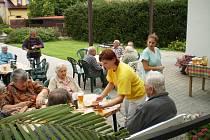 Loučení v létem v mlázovickém domově důchodců.
