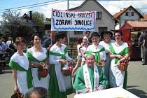 Ze slavnosti v Jinolicích u příležitosti svěcení zvoničky.