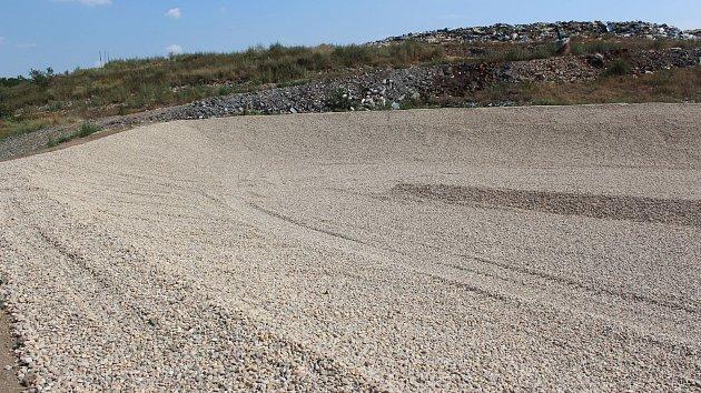 Jičín dokončil budování další kazety na skládce v Libci - Popovicích.Náklady jsou téměř 12 milionů korun.