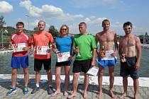 Ocenění sportovci. Zleva stojí M. Šubrt, J. Novotný, R. Šritr, H. Šritr, L. Fiala a M. Polák.
