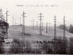 Vývody z rozvodny 35 tisíc voltů, foto z roku 1980.
