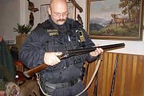 Policisté kontrolovali myslivce na honech.