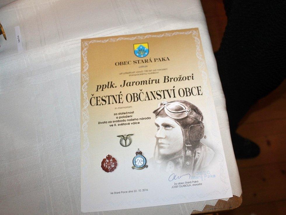 Ze slavnostního aktu udělení čestného občanství Staré Paky Jaromíru Brožovi.