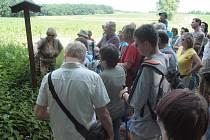 Archeologická vycházka Češovskými valy.