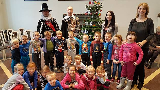 Porotní sál jičínského zámku a návštěva dětí z mateřských škol.
