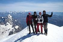 Na nejvyšší horu starého kontinentu vystoupili 29. srpna ve 12.15 hodin Jičíňáci, na vrcholu stanuli Ivan Pírko, Žaneta Horáková, Pavel Janata a Martin Dušánek.