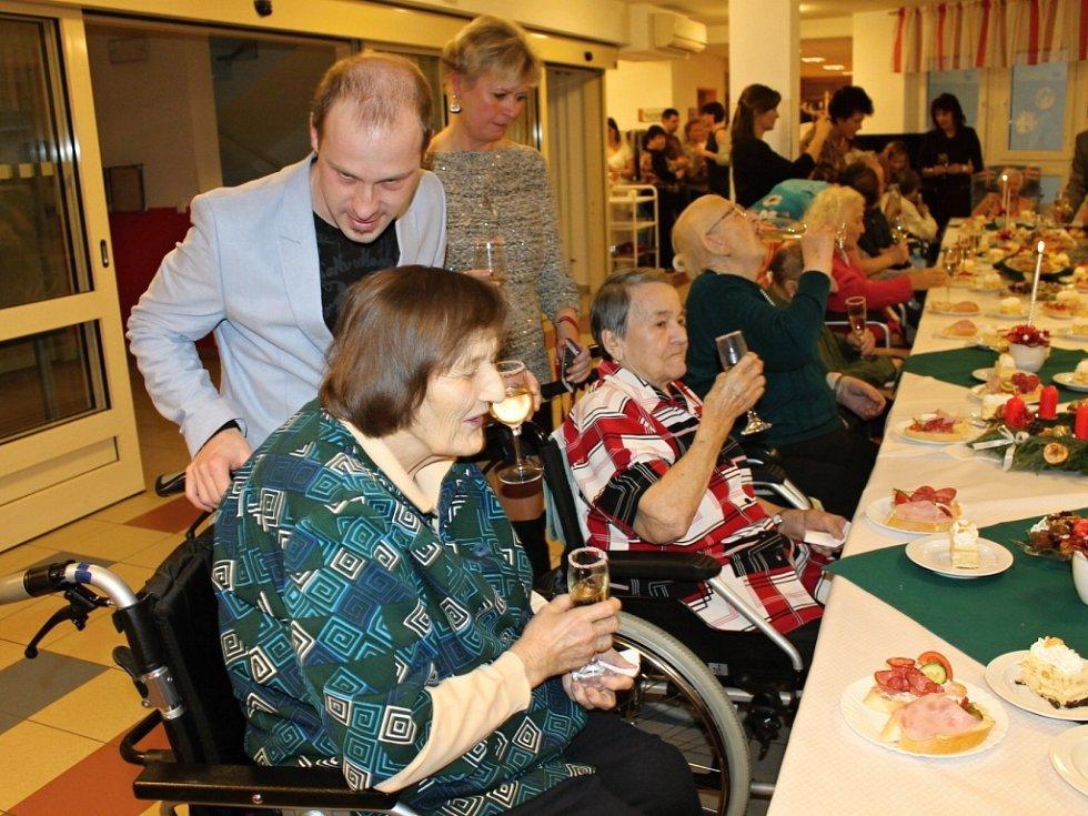 Vánoce seniorů v Nové Pace.